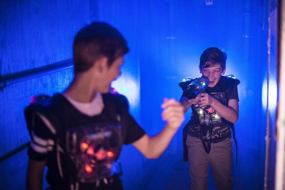 Laserzone Kindergeburtstag laserzone_duisburg_lasertag_action_1200x800_03