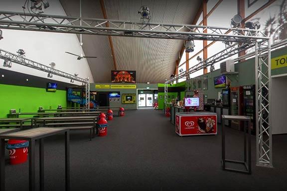 Schulausflug Essen-Kray laserzone_essen_kray_lobby_header