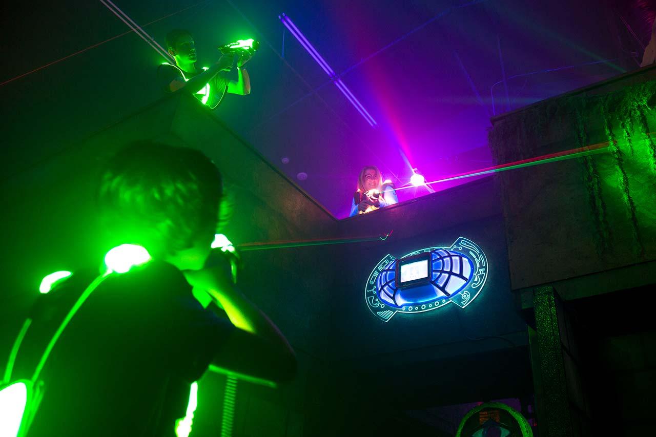 Kindergeburtstag Mönchengladbach laserzone_moenchengladbach_lasertag_action_wide_02