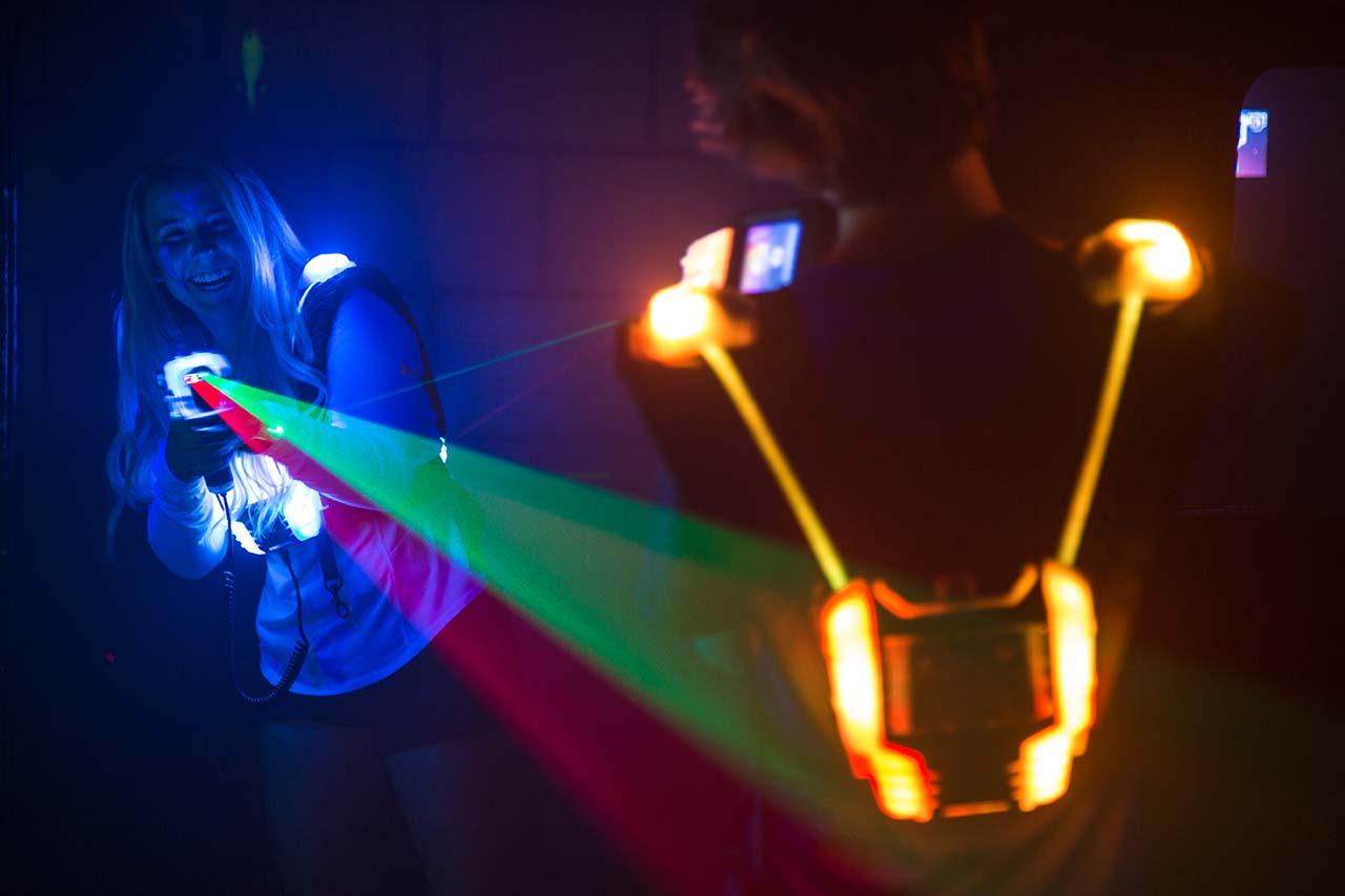 Junggesellenabschied Mönchengladbach laserzone_moenchengladbach_lasertag_action_wide_03