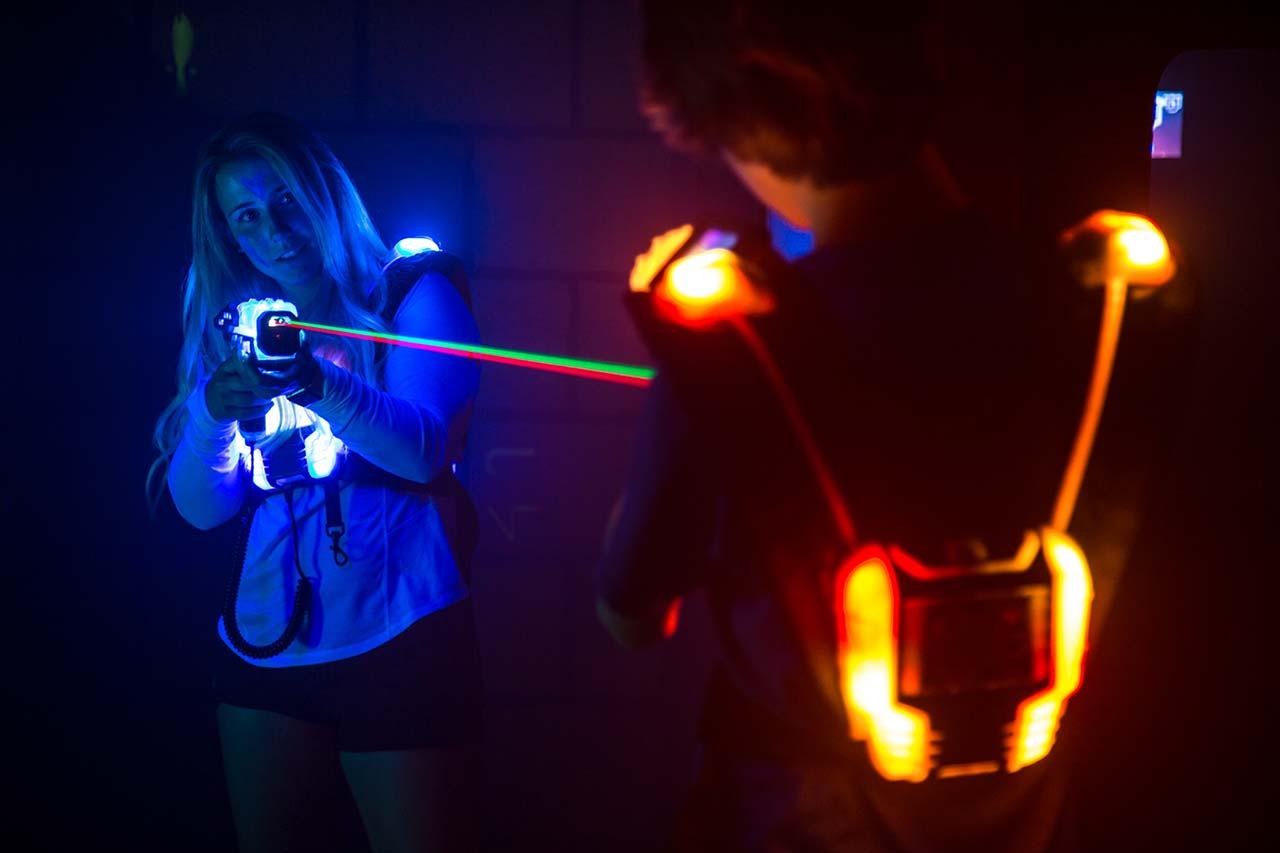 Kindergeburtstag Mönchengladbach laserzone_moenchengladbach_lasertag_action_wide_04