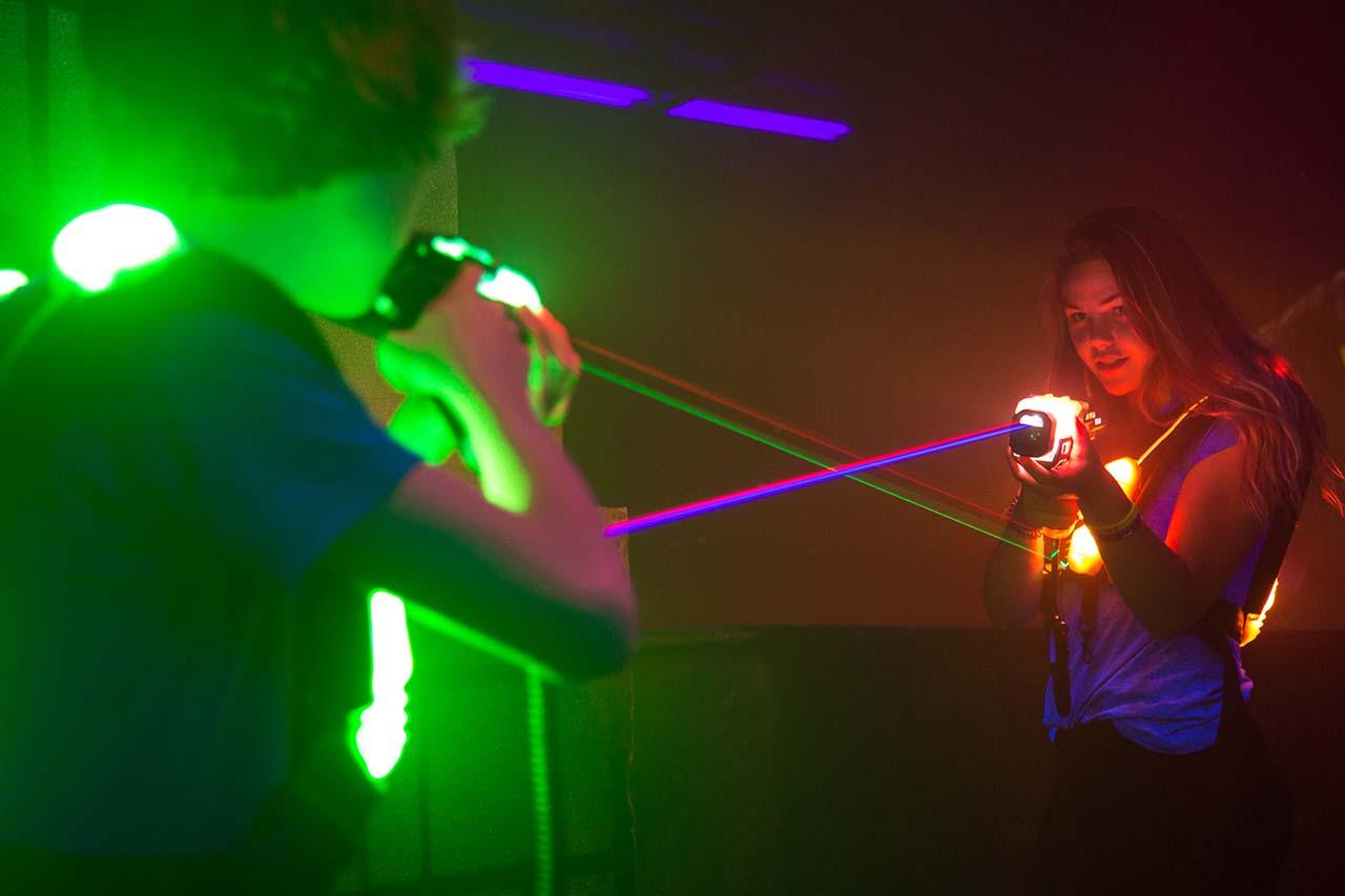 Junggesellenabschied Mönchengladbach laserzone_moenchengladbach_lasertag_action_wide_05