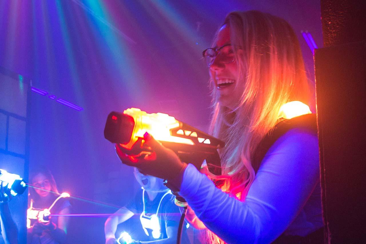 Firmenevents Mönchengladbach laserzone_moenchengladbach_lasertag_action_wide_06