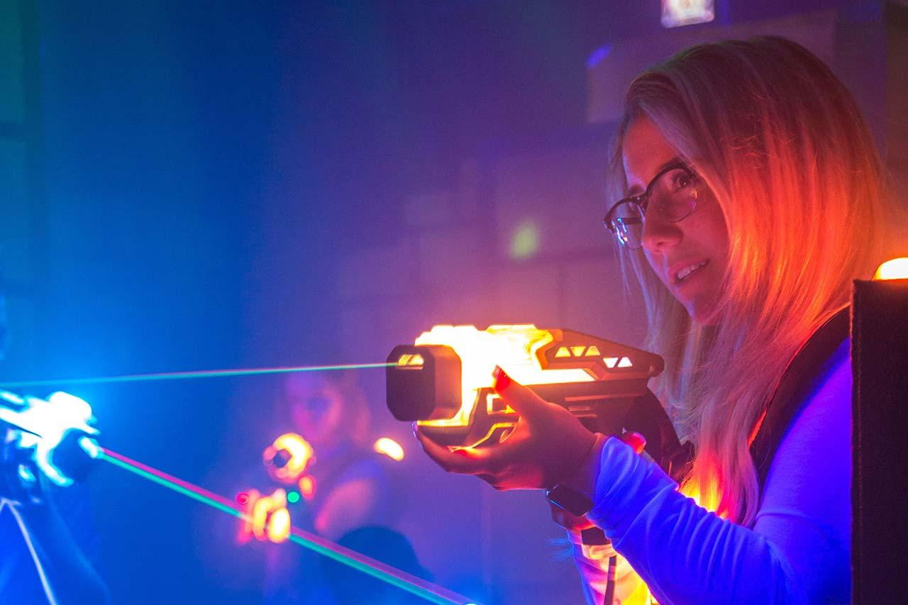 Erwachsenengeburtstag Mönchengladbach laserzone_moenchengladbach_lasertag_action_wide_08