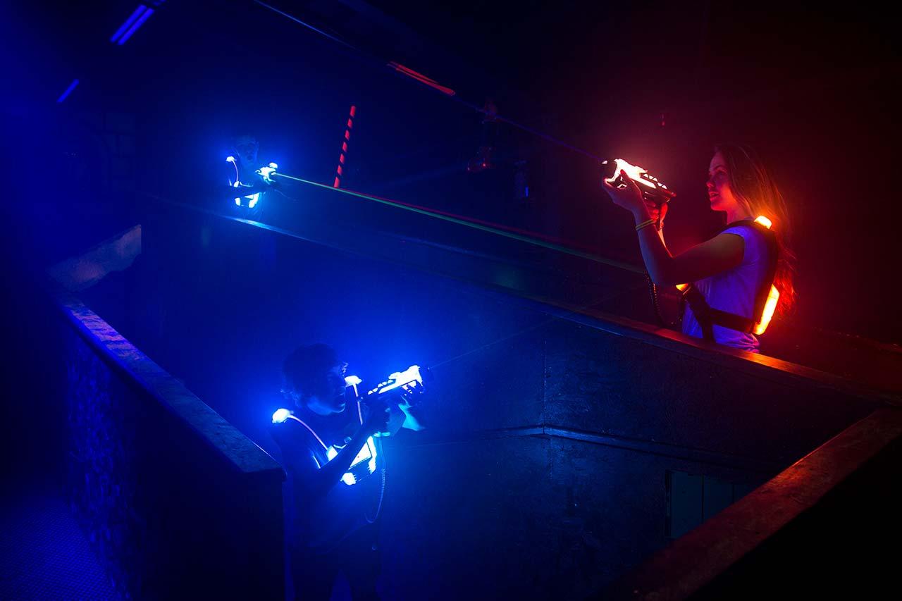 Firmenevents Mönchengladbach laserzone_moenchengladbach_lasertag_action_wide_09