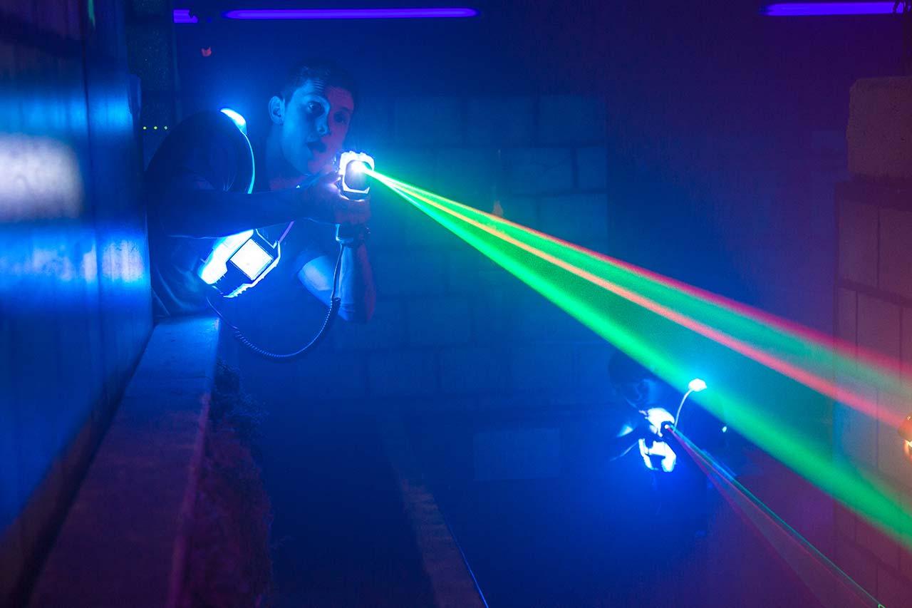 Erwachsenengeburtstag Mönchengladbach laserzone_moenchengladbach_lasertag_action_wide_10