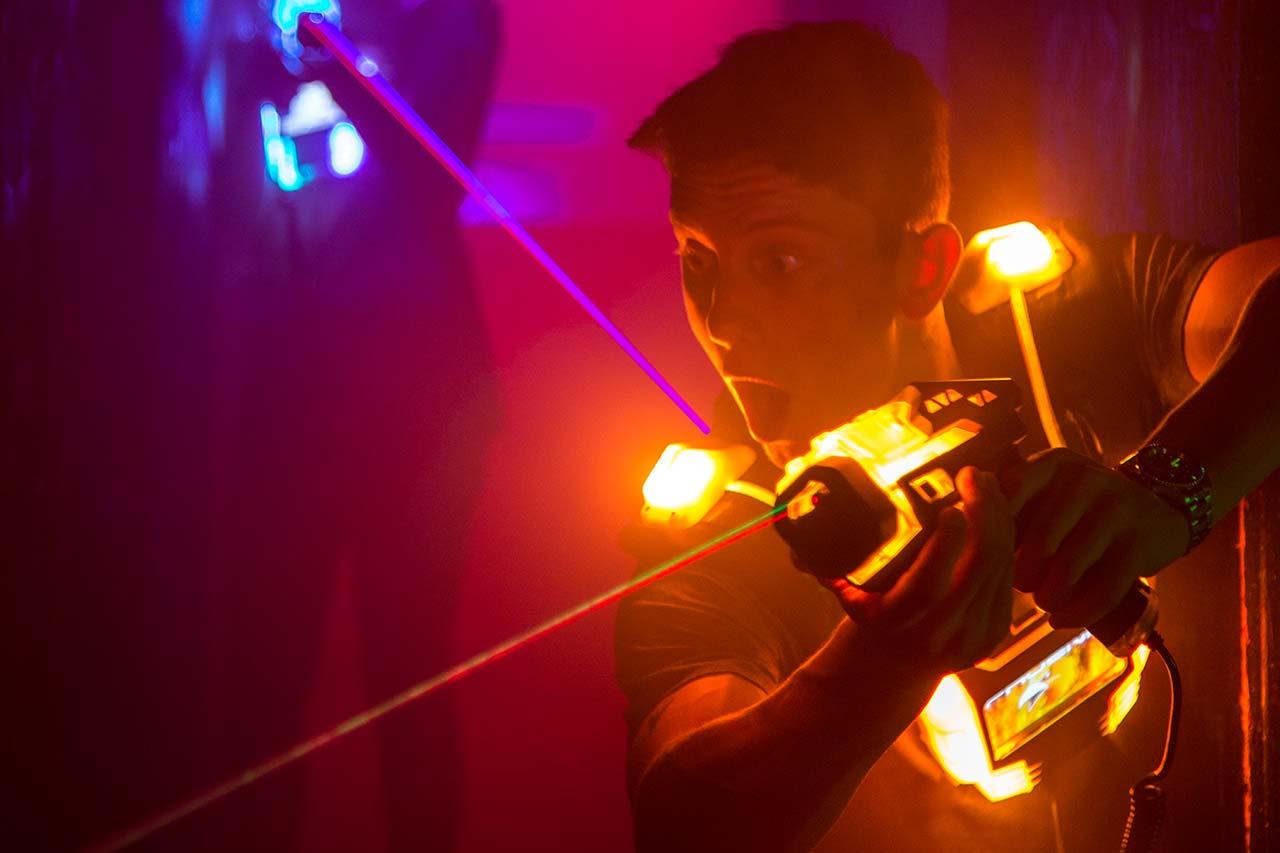 Junggesellenabschied Mönchengladbach laserzone_moenchengladbach_lasertag_action_wide_16